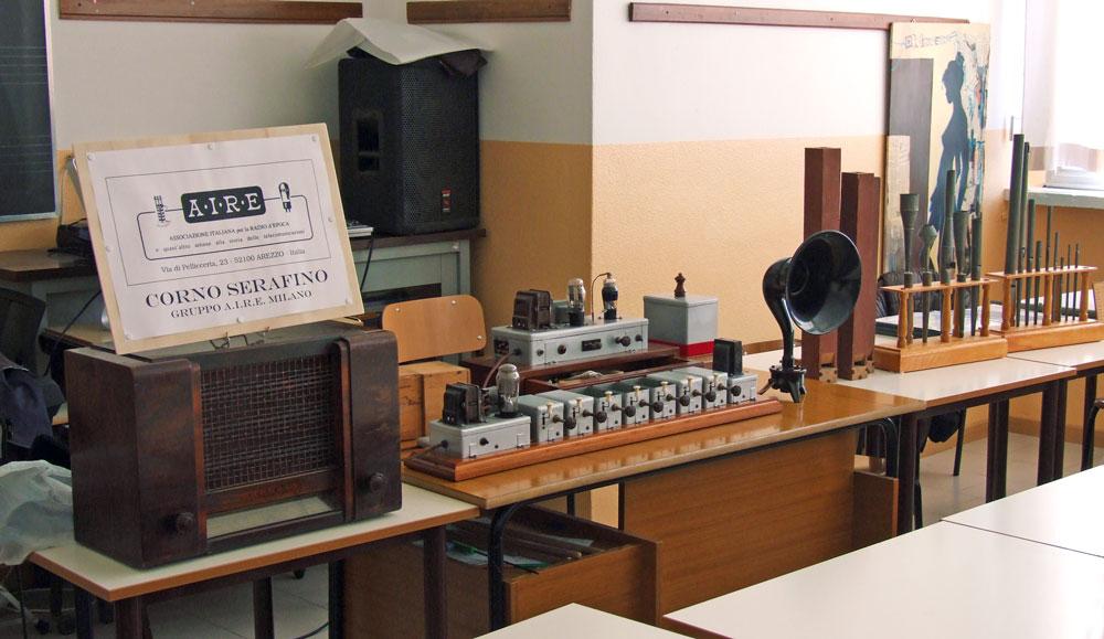 Fig. 1 - Mostra del 21/11/2012. alla Scuola L. Mandelli di Usmate-Velate (MB)