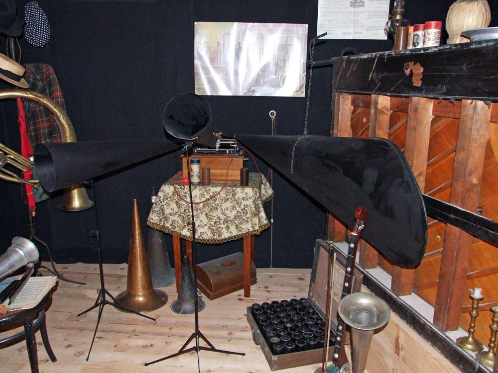 -fig.4 Fotografia di una parte della sala del museo dedicata a T. A. Edison.