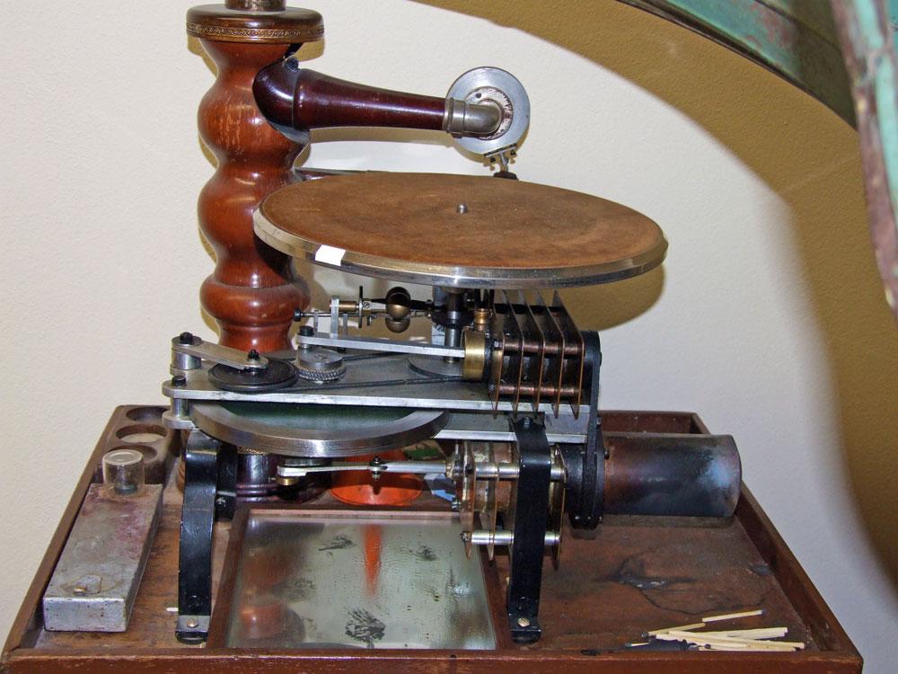 """-fig.6 Fotografia con il particolare del gruppo termico """"Stirling""""."""