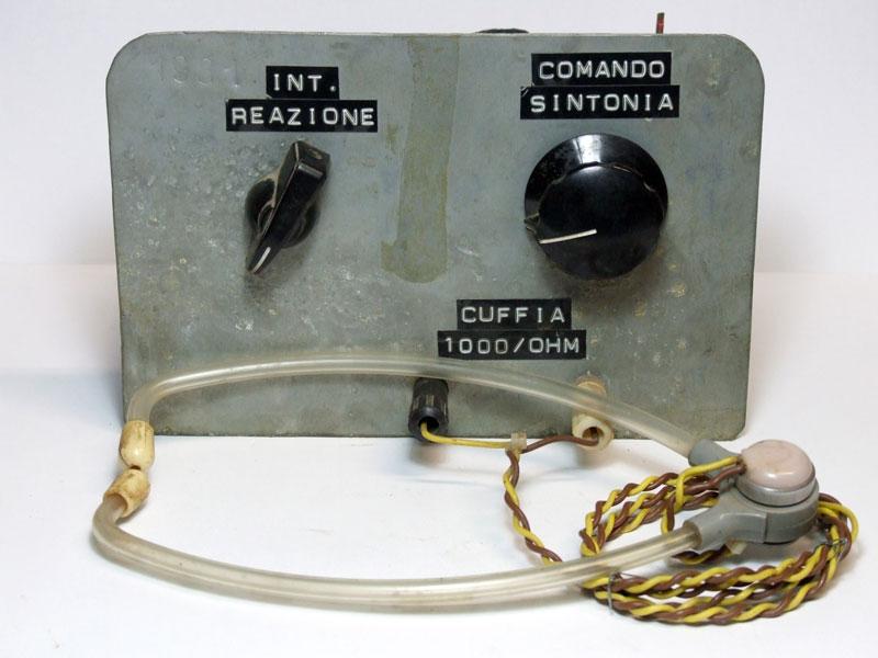 Figura 5 - La parte frontale della radio a una valvola auto-costruita.