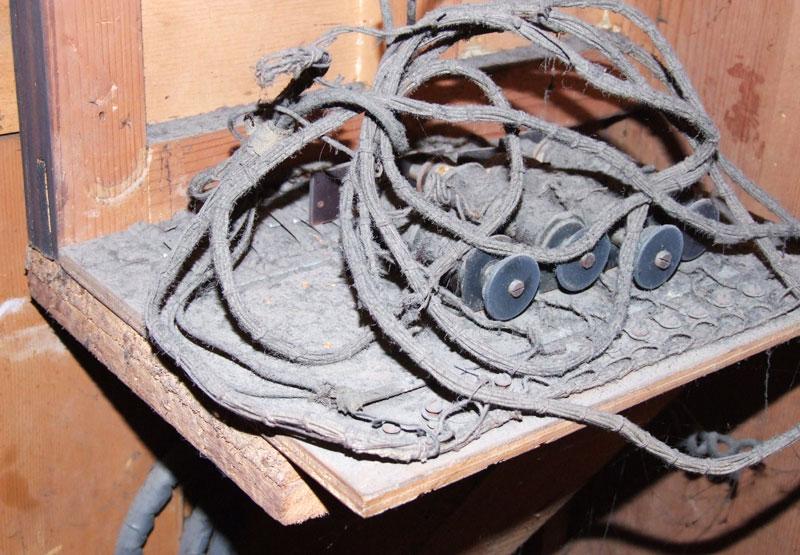 Parte elettrica scollegata ed in pessimo stato di conservazione.