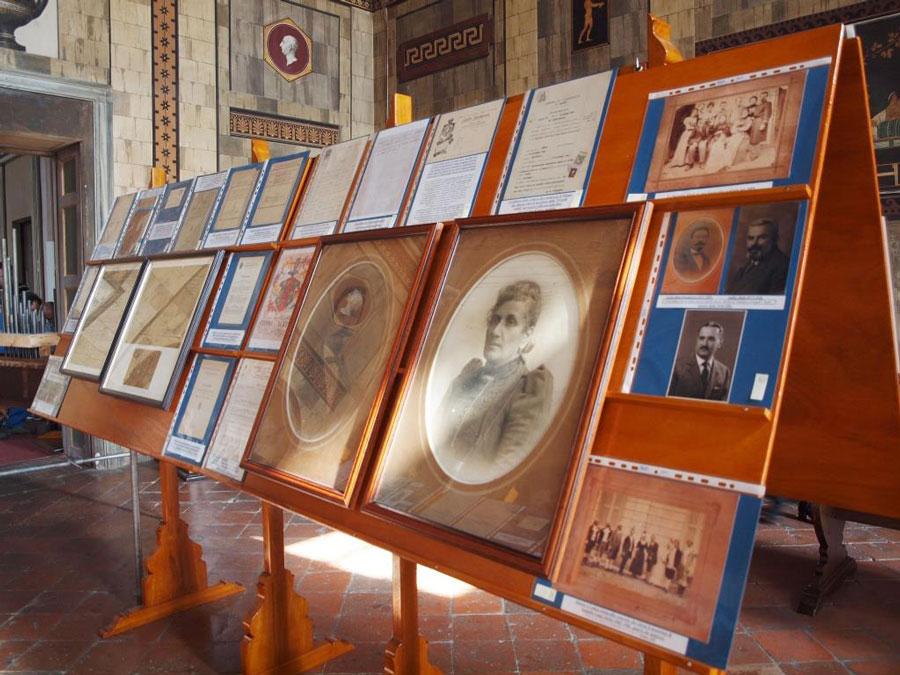 Figura 14 - Altri tabelloni con la documentazione storica della ditta Aletti.