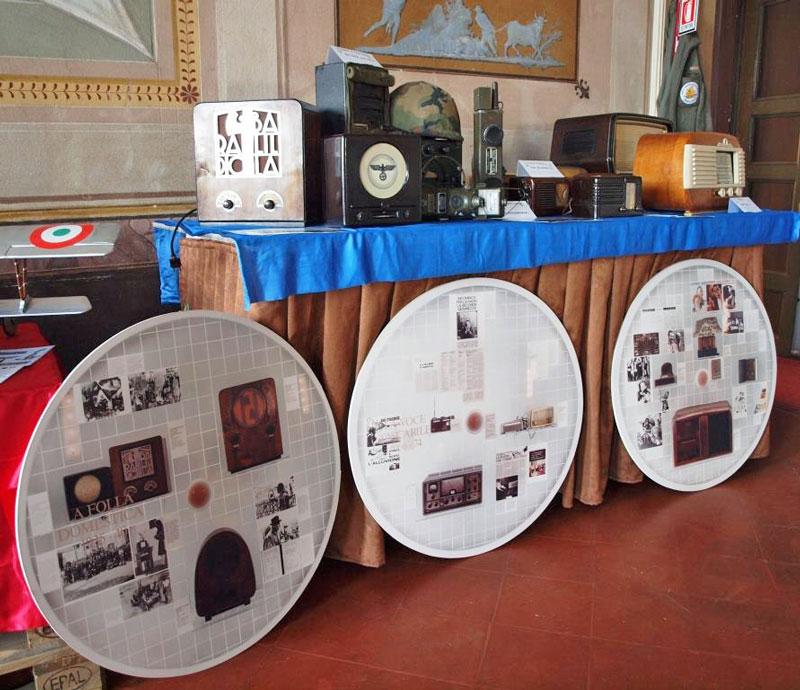 Fig. 4 Gli apparecchi in mostra di Andrea Ferrero