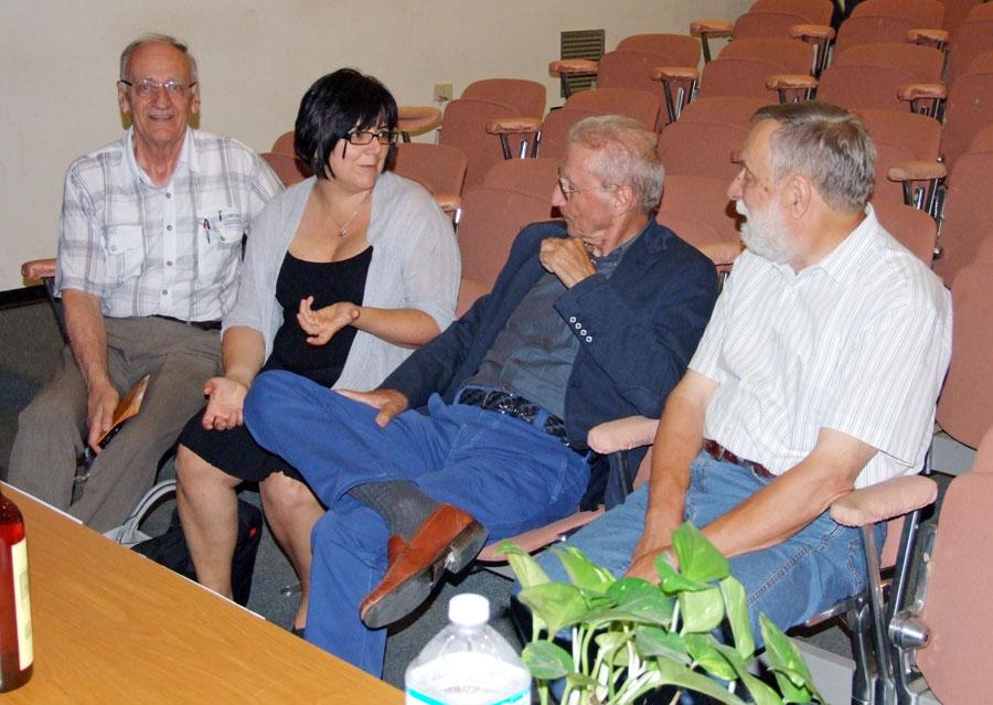 Figura 13 - Andrea Ferrero con i relatori, ripresi nel salone congressuale del museo, pochi istanti prima di iniziare il convegno.