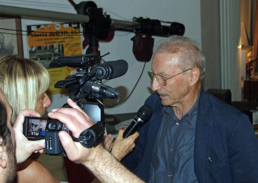 Figura 17 - Falciasecca durante l'intervista effettuata da una TV locale.