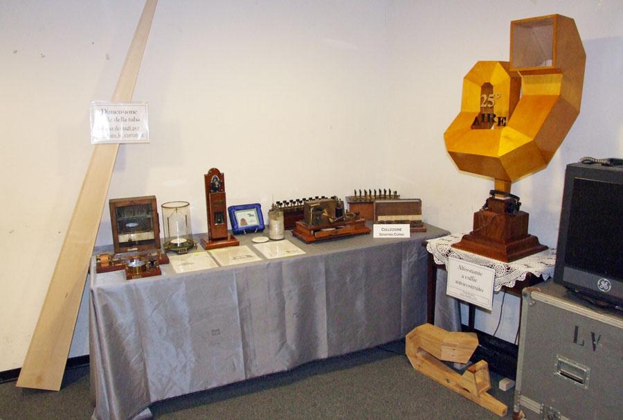 Figura 5 - Questa fotografia mostra complessivamente tutti i pezzi storici e non che ho portato per la mostra.