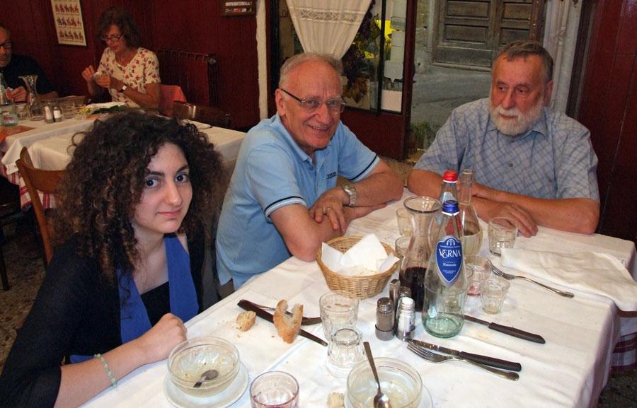 Figura 9 - La cena serale di venerdì 12 Giugno 2015 alla locale trattoria vicino al museo. Da sinistra: mia figlia Greta, Andrea Ferrero e Carlo Pria.