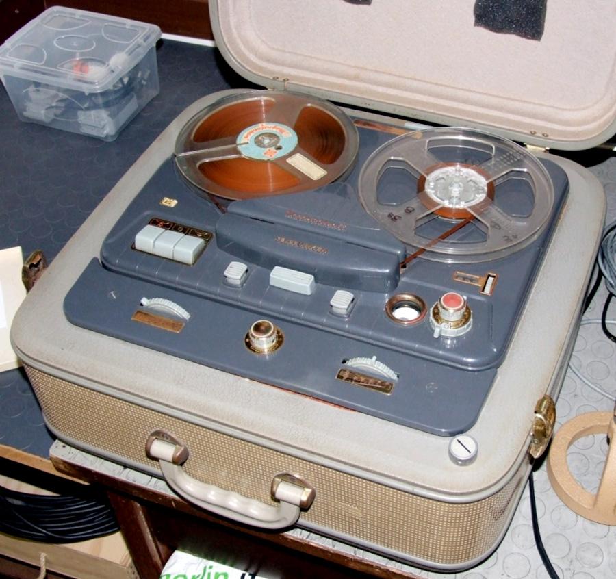 Figura 3. Il registratore a valvole modello 85KL della Telefunken