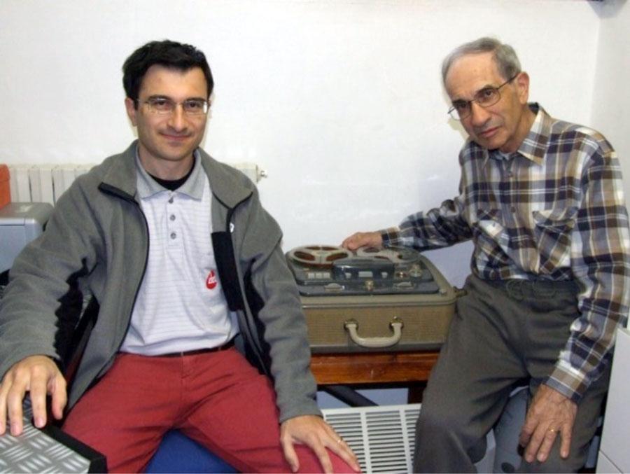 Figura 6. Il padre Egidio Calloni con il figlio Mario durante la fase di conversione dei brani musicali.