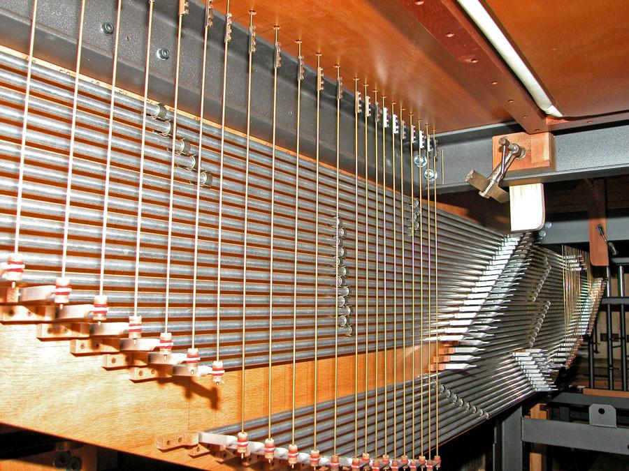 La meccanica di rimando dei somieri dell'organo di Merate