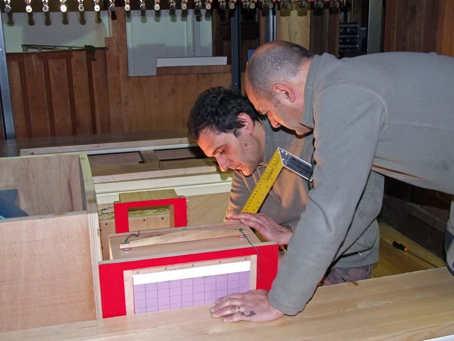 Costruzione del nuovo impianto di distribuzione dell'aria nel Grand'organo della Collegiata di Seregno.