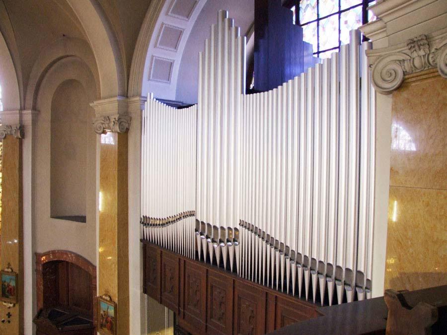 Organo Espressivo-Positivo con le canne riverniciate.