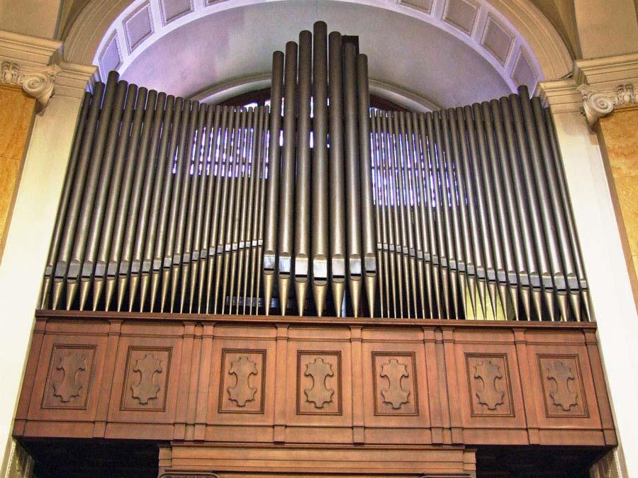Canne di facciata dell'organo Espressivo-Positivo prima della riverniciatura.