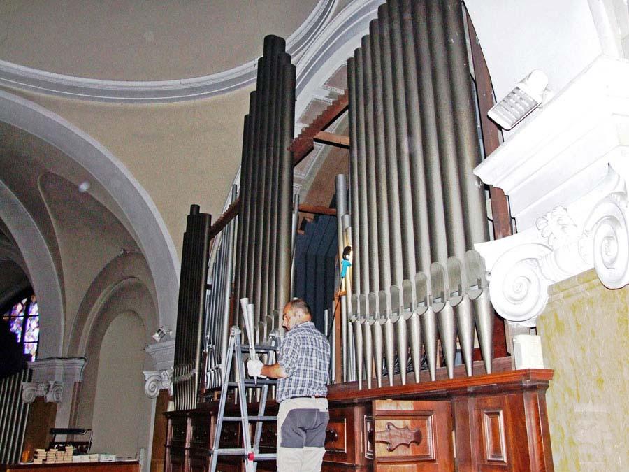 Smontaggio delle canne del Grand'organo della Collegiata di Seregno.
