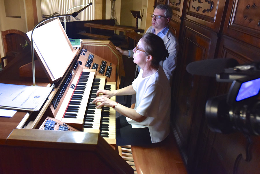 L'organista Sophie-Véronique Cauchefer-Choplin con Alessandro La Ciacera organista del Duomo di Milano (foto Francesco Viganò)