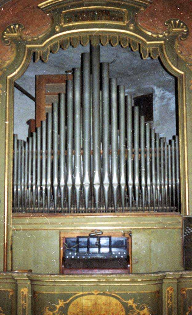 L'organo della Parrocchia di Olgiate Olona (Va) ripreso prima dei lavori di rifacimento-restauro