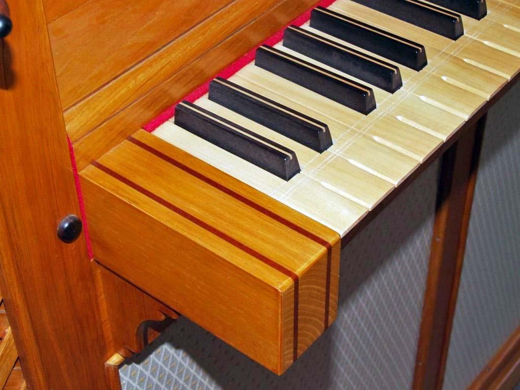 La tastiera del nuovo organo costruito per Flavia crotta; è stata fabbricata utilizzando legno di bosso ed ebano