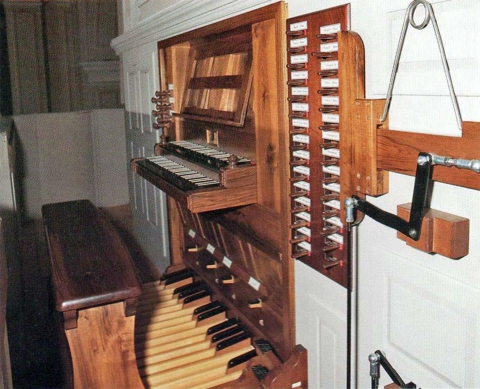 La nuova consolle dell'organo di Crebbio a lavori ultimati. Chiesa Parrocchiale di Crebbio (LC)