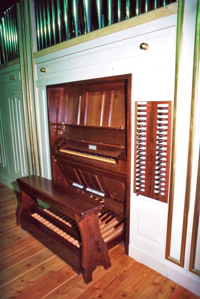 L'organo di Cornate d'Adda (MB) visto dalla cantoria lo stesso giorno in cui terminarono i lavori.