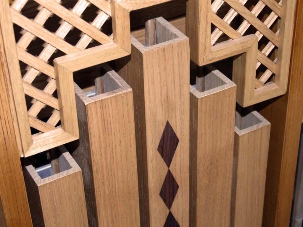 Le canne di legno centrali della facciata del nuovo organo positivo costruito per l'organista Flavia Crotta