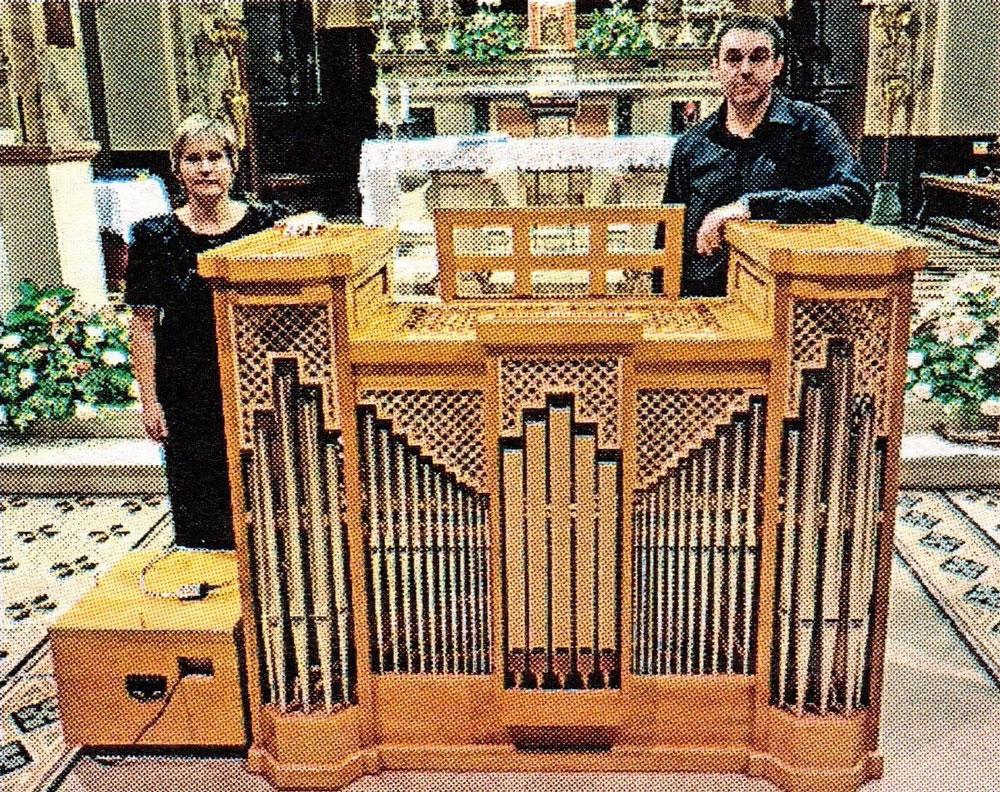 Flavia Crotta e Stefano Casiraghi con l'organo.
