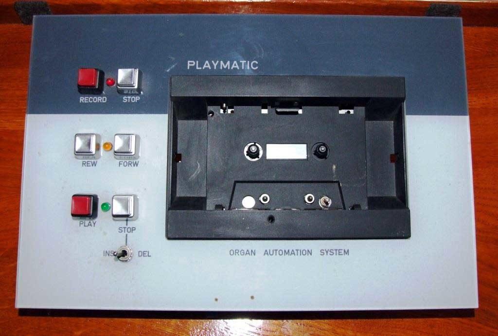 Il panello di comando Playmatic; primo modello di auto-organo costruito dalla SPRAE.