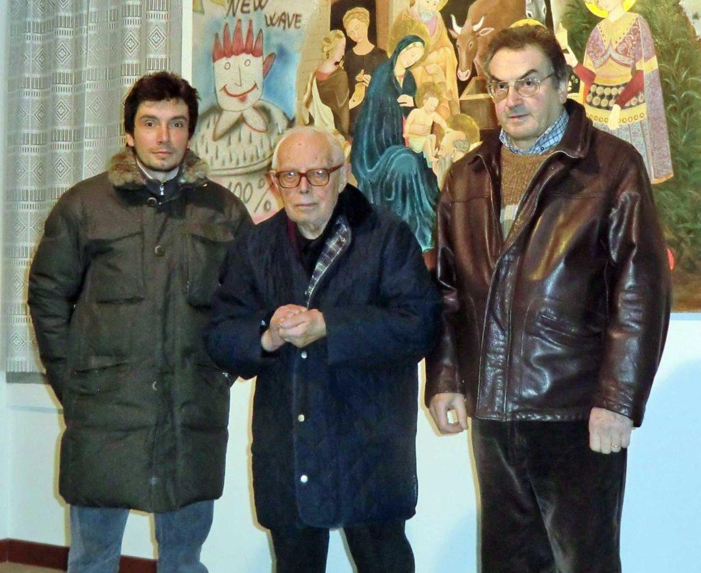 Don Adelio Pedelli con Maurizio e Giuseppe Rossi in una recente fotografia scattata ad Albusciago nel dicembre del 2011.