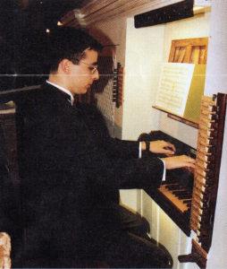 Il maestro Gomiero durante il concerto