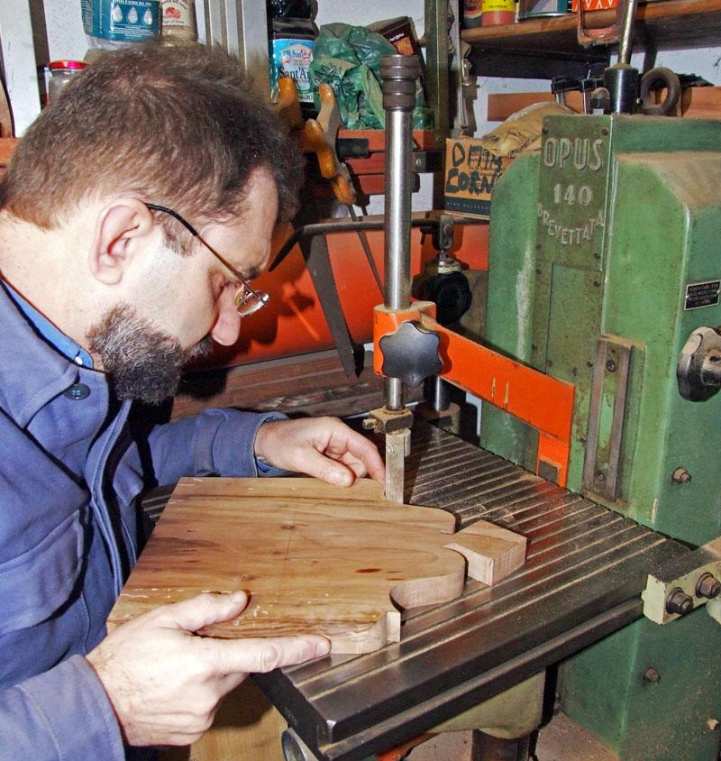 togliere le sbavature del taglio della cimasa