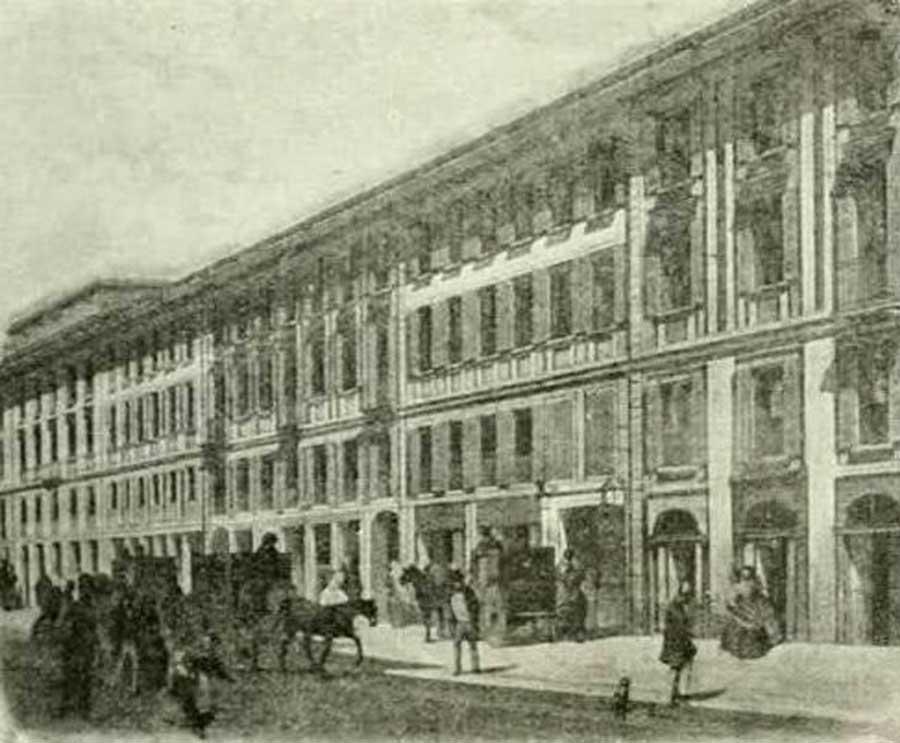 Stampa d'epoca attribuibile all'anno 1880 che raffigura la facciata dell'omonimo teatro di via S. Radegonda; fu demolito per fare posto al nuovo edificio della centrale.