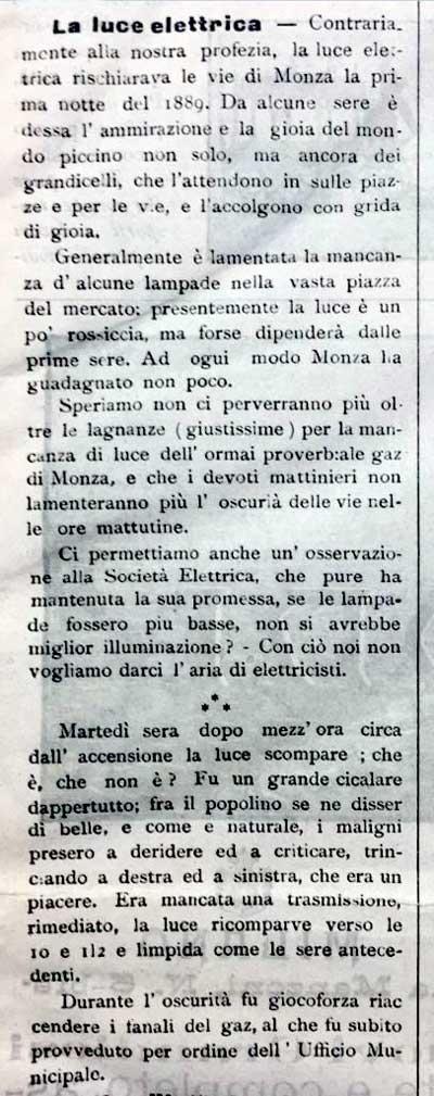 """Stralcio dell'articolo che venne pubblicato dal giornale di Monza """"Il Cittadino"""" il 5 gennaio 1899. L'articolo si riferisce dell'illuminazione pubblica che entrò in funzione nella data sopracitata; l'anno riportato nel testo è il 1889 ma è da considerarsi un refuso."""