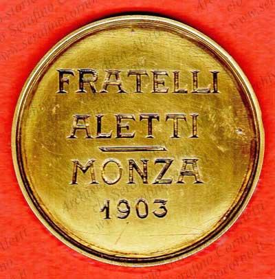 """Marchio originale """"Fratelli Aletti"""" 1903;  reca la data di costruzione del primo organo ad alimentazione d'Italia.  Questo marchio era incastonato nel frontalino della consolle di Fig.36 appena sopra le tastiere."""